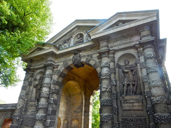 The Danby gateway, built in 1633, which serves as one of the entrances to the University of Oxford Botanic Garden. (Nikon S9700)